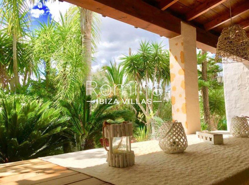 villa mindi ibiza-2porche dining area