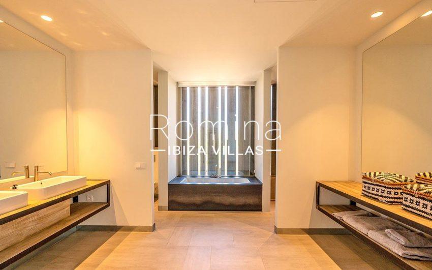 villa natalia ibiza-5bathroom