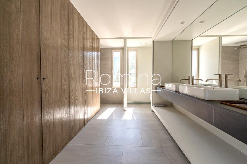 villa natalia ibiza-5bathroom2