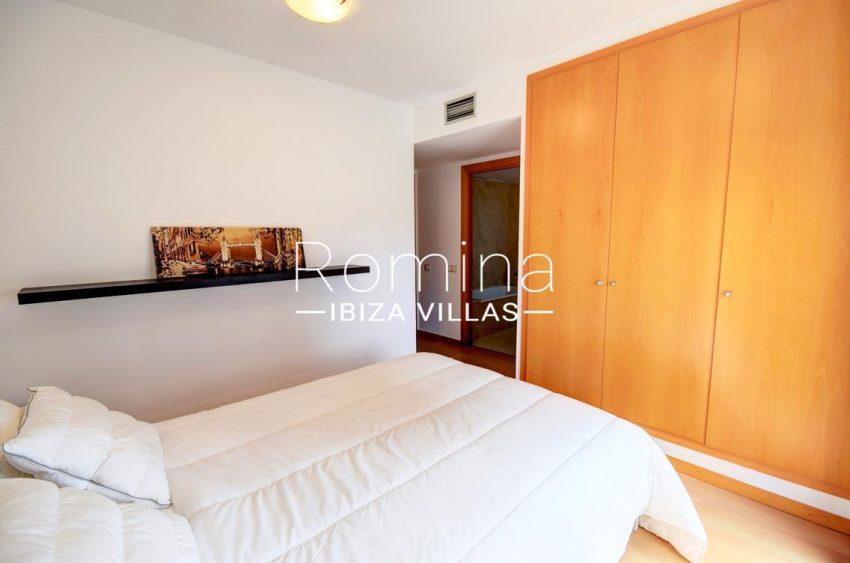 apto yesi ibiza-4master bedroom wardrobe