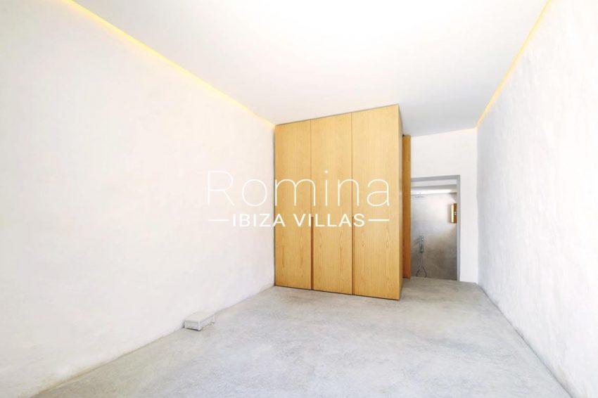 can fogana ibiza-4bedroom shower room