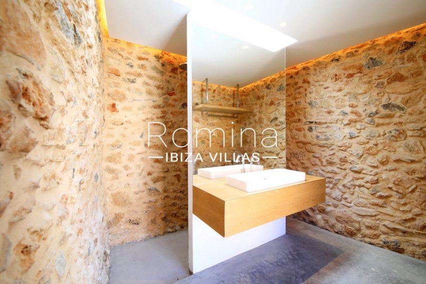 can fogana ibiza-5bathroom