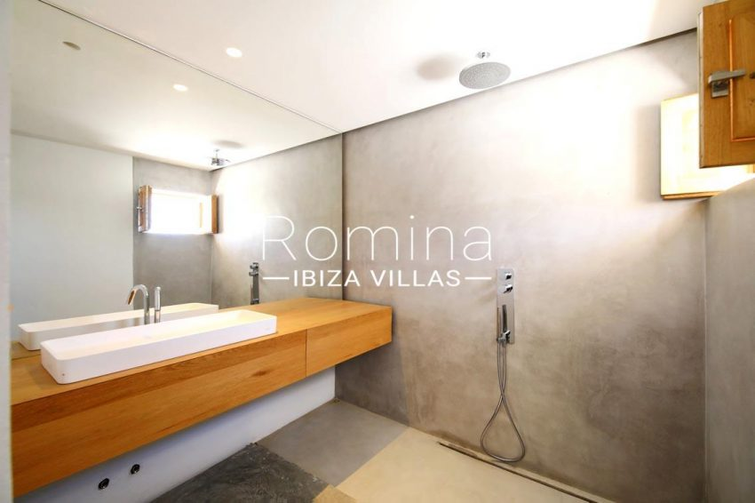 can fogana ibiza-5shower room2