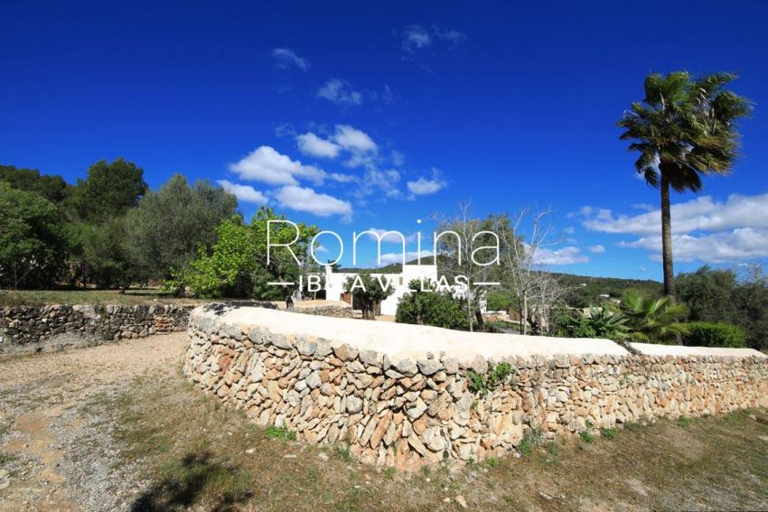 can fogana ibiza-entrance drystone wall facade