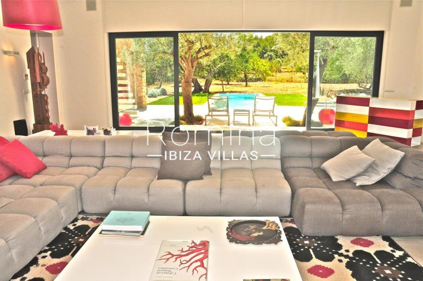 can puxet ibiza-3living room sofas view pool and garden