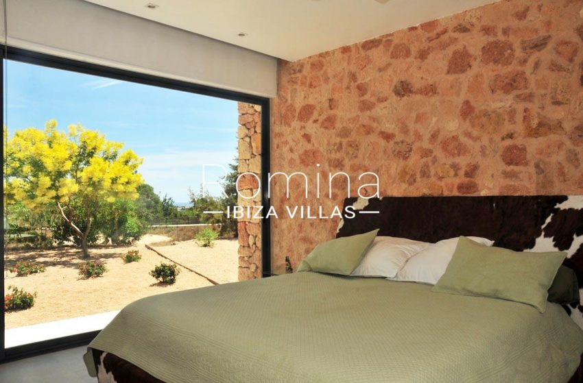 can puxet ibiza-4bedroom stone wall