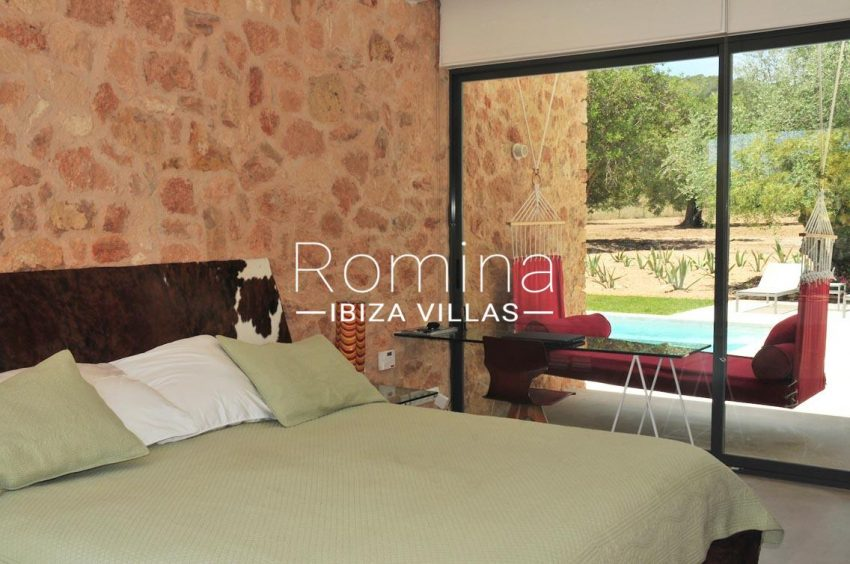can puxet ibiza-4bedroom stone wall2