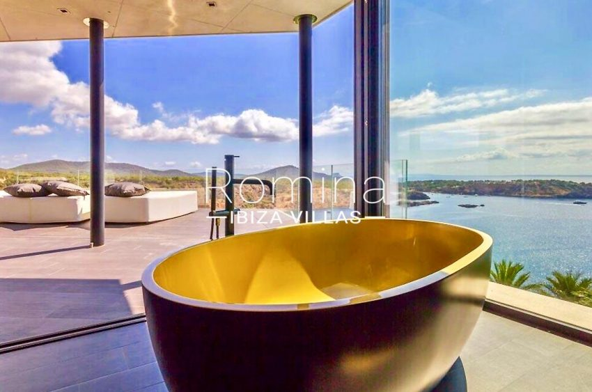 villa ada ibiza-5bathtub sea view