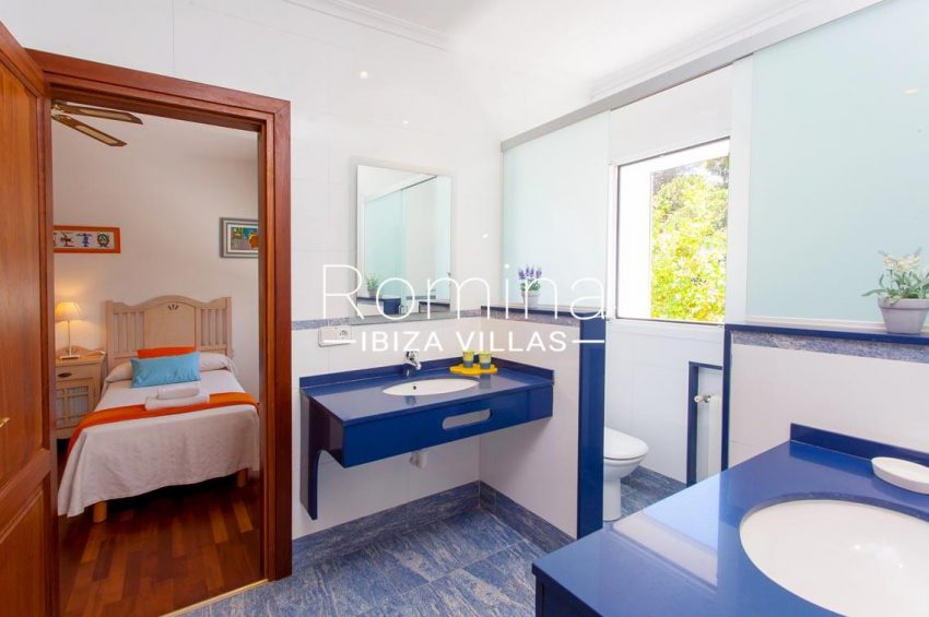 villa baixa ibiza-5bathroom blue bedroom twin1