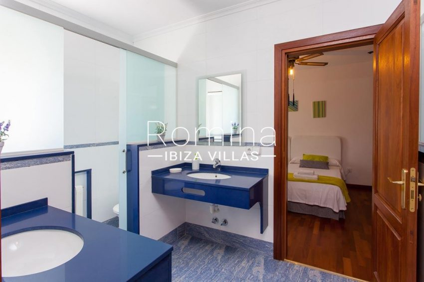 villa baixa ibiza-5bathroom blue bedroom twin2