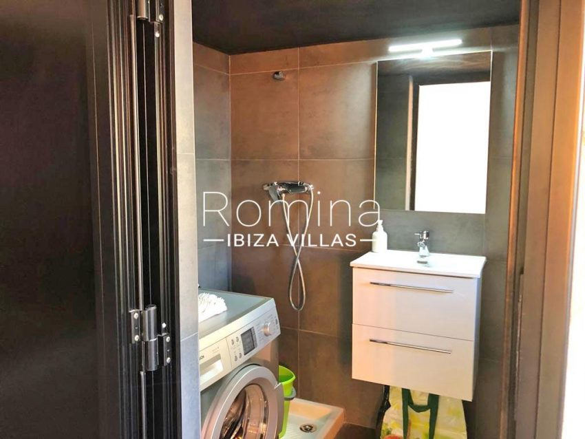 apto dila ibiza-5shower room