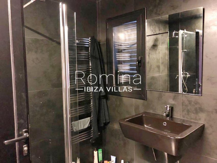 apto dila ibiza-5shower room2