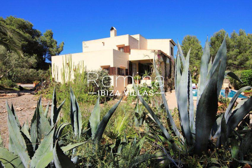 casa caliza ibiza-2 pool facade