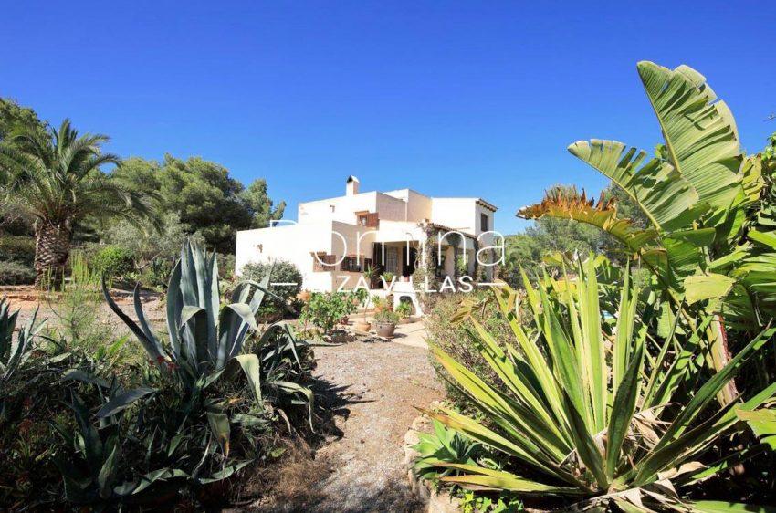 casa caliza ibiza-2garden facade