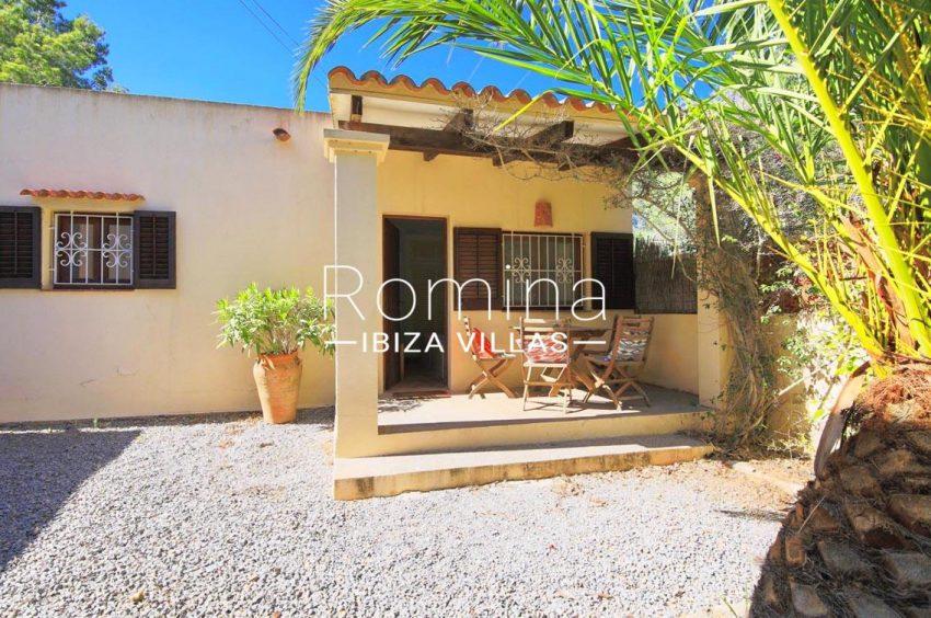 casa caliza ibiza-2terrace pergola dining table