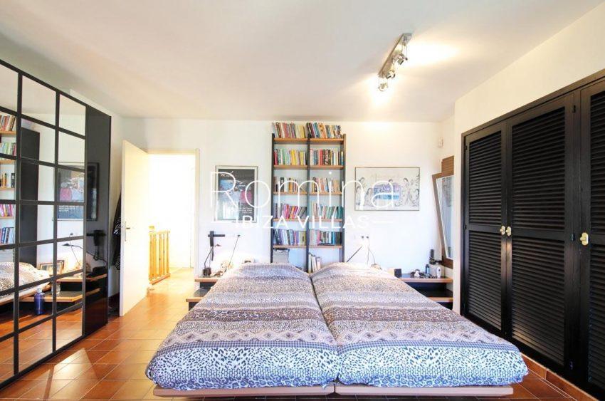 casa caliza ibiza-4master bedroom2