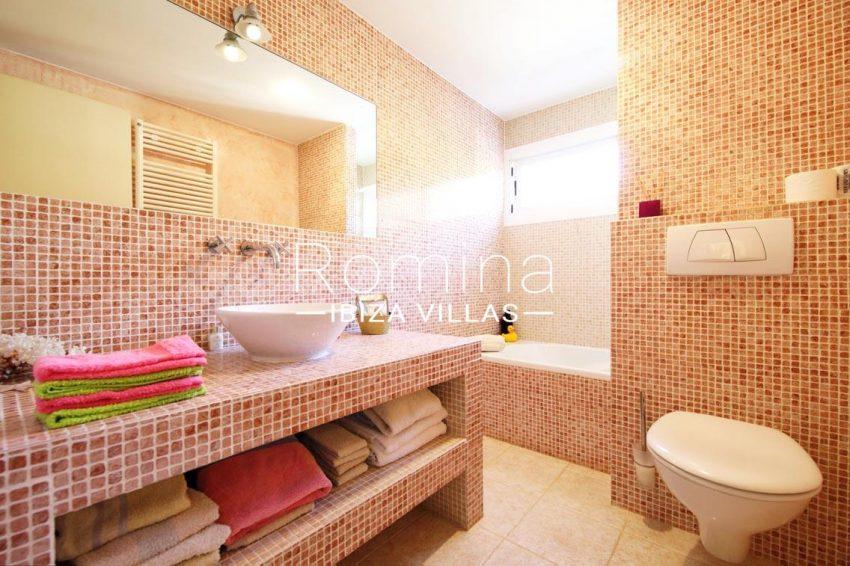 casa caliza ibiza-5bathroom