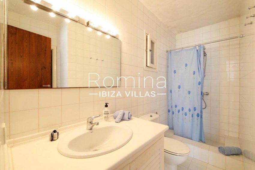 casa caliza ibiza-5bathroom guest house