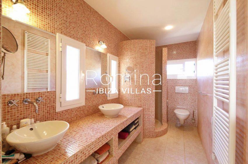 casa caliza ibiza-5bathroom shower pink