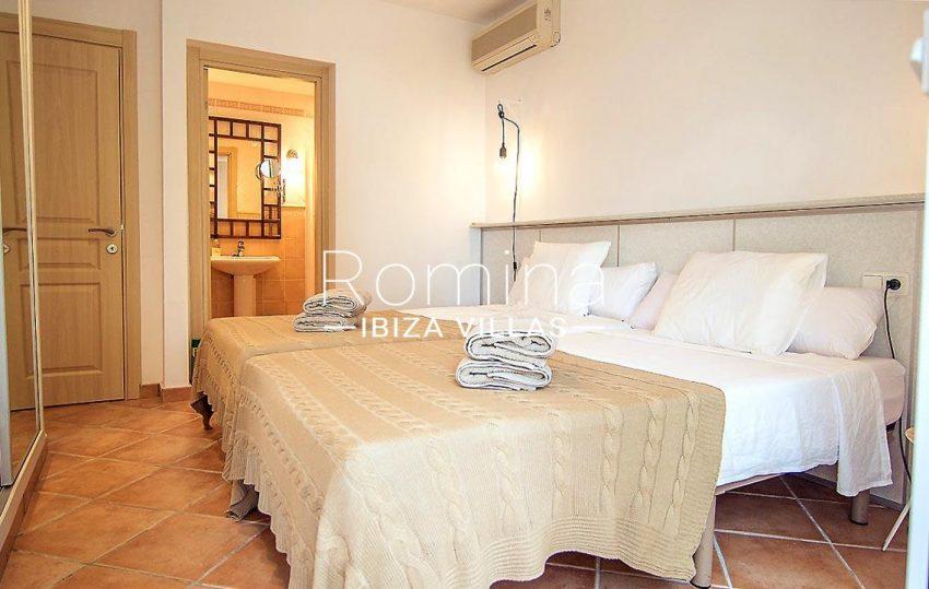 casa praia ibiza-4bedroom bathroom