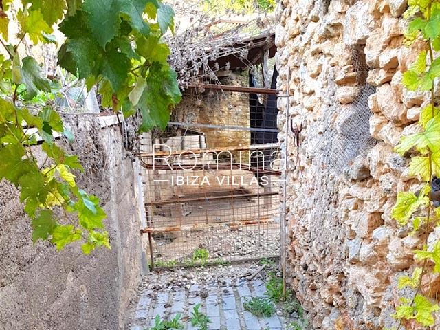 finca arcus ibiza-2exterior stone walls