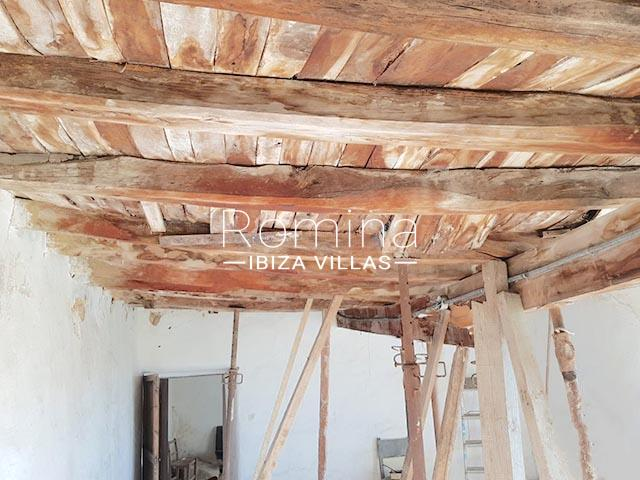 finca arcus ibiza-2wooden beams2