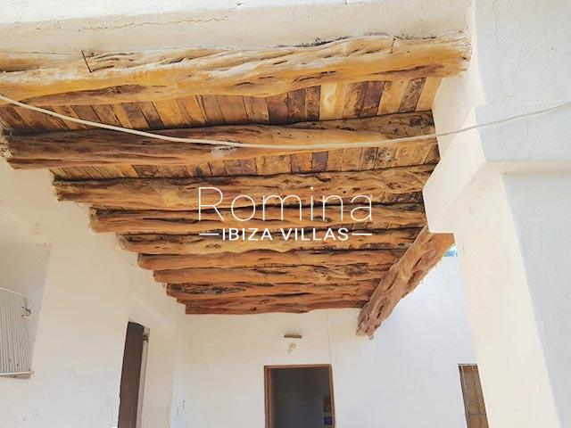finca arcus ibiza-3wooden beams