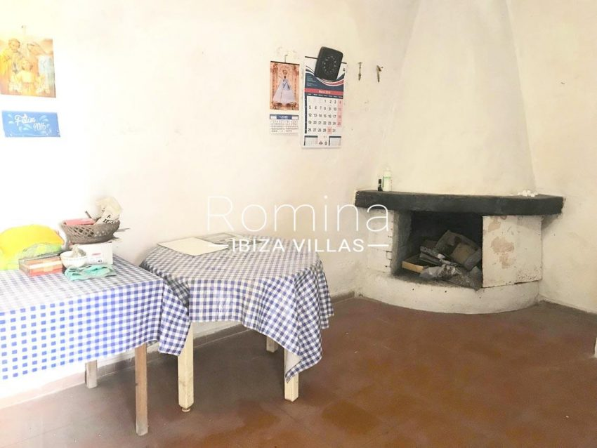 finca arcus ibiza-3zkitchen2 fireplace