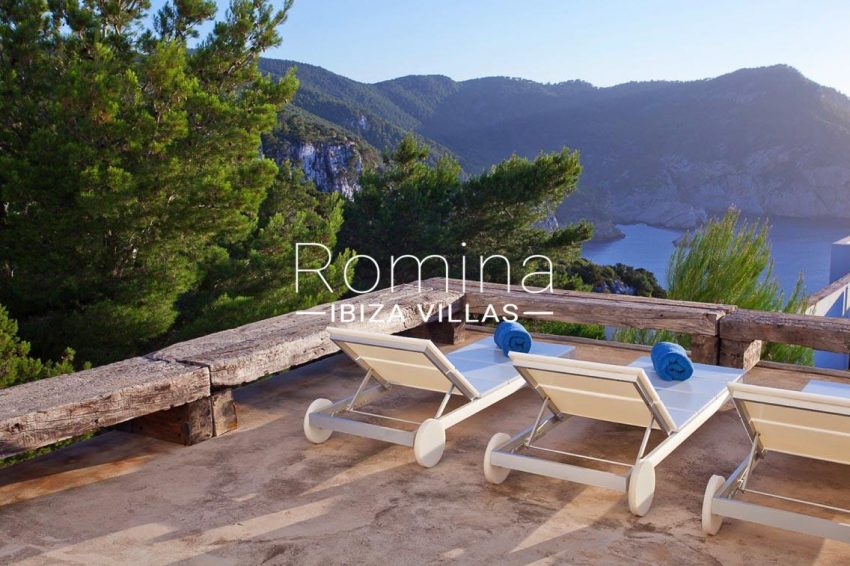 villa agapanthe ibiza-1terrace deck chairs sea view