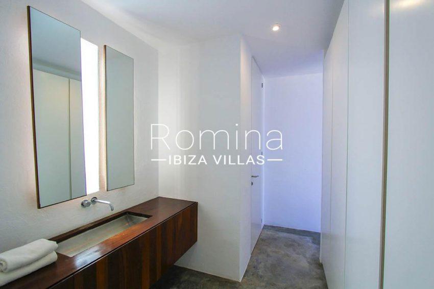 villa agapanthe ibiza-5bathroom1