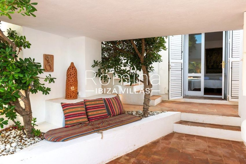 villa artemis ibiza-2patio bench