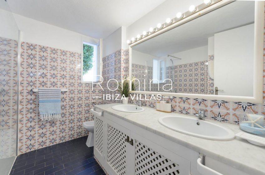 villa artemis ibiza-5shower room2bis