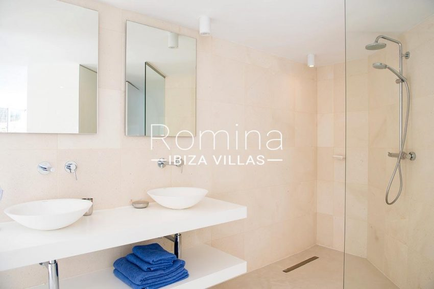 villa aurelia ibiza-5bathroom1