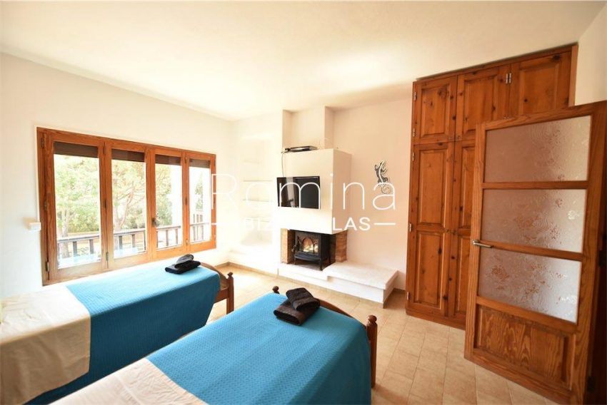 villa camps ibiza-4bedroom fireplace