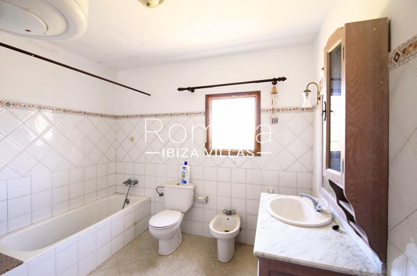 can cipres ibiza-5bathroom2