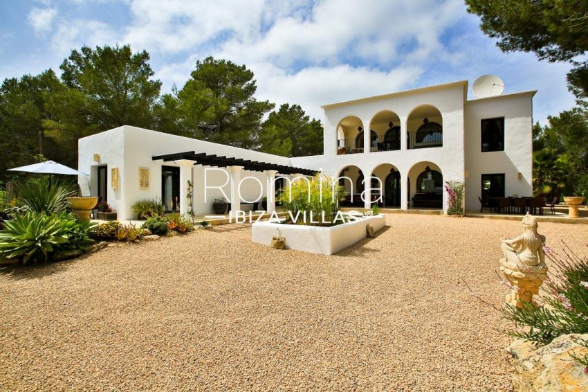 can retiro ibiza-2house facade pond2