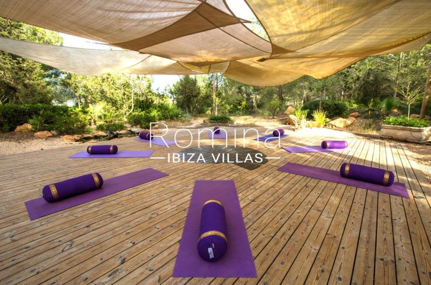 can retiro ibiza-2yoga deck