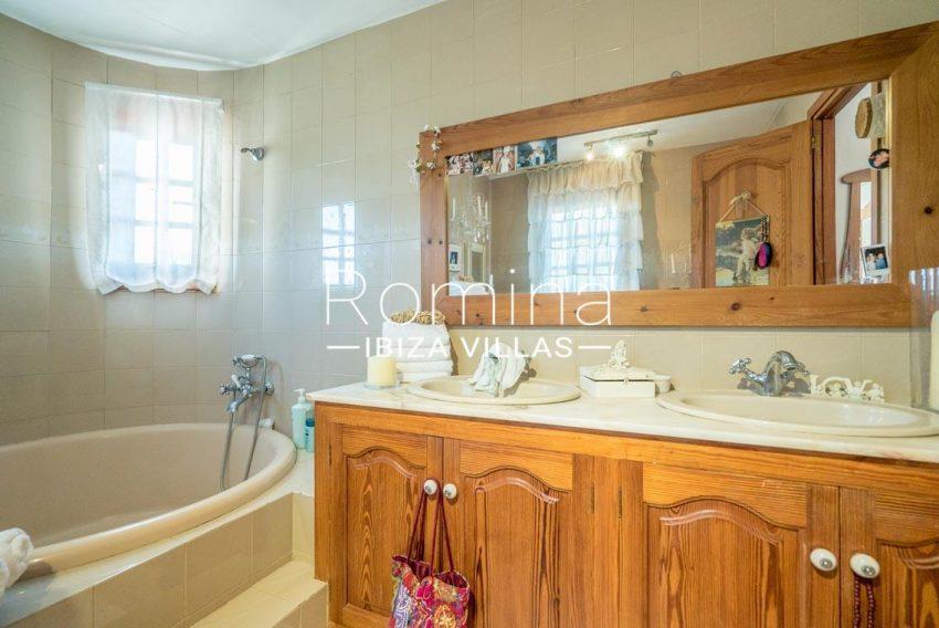 casa danny ibiza-5bathroom3