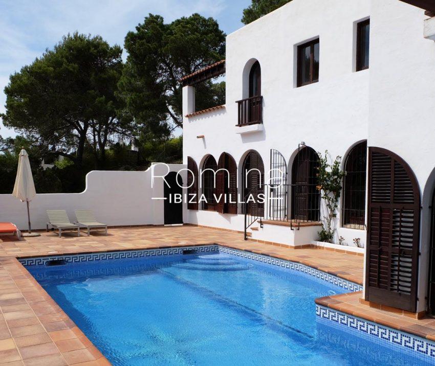 casa roy ibiza-2pool facade3