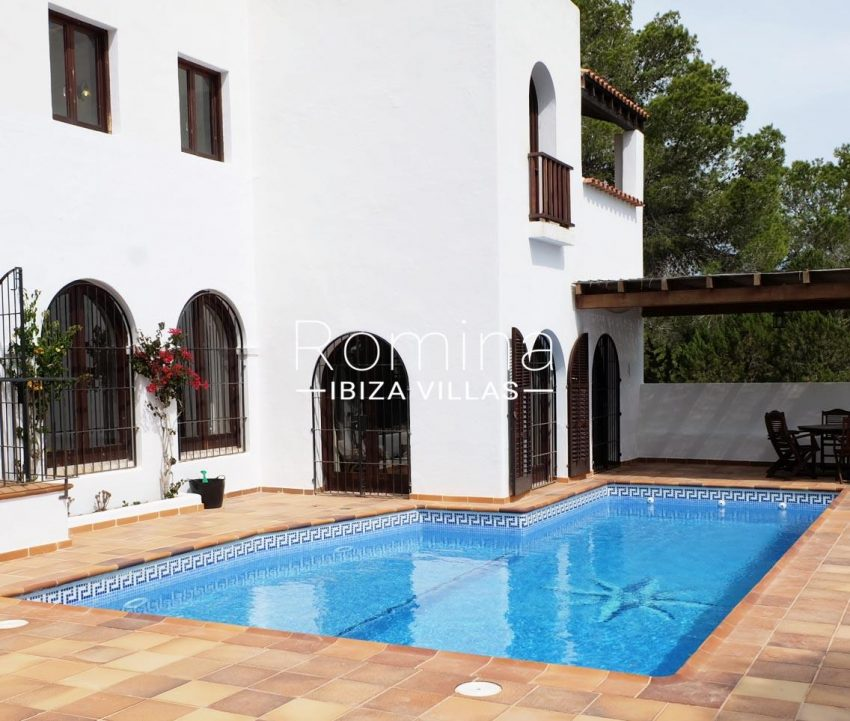 casa roy ibiza-2pool terrace dinig ara2