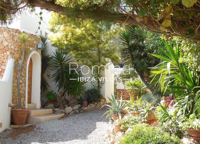 casa ursula ibiza-2entrance garden