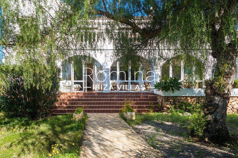 romina-ibiza-villas-rv-581-82-casa-ula-2facade detailc