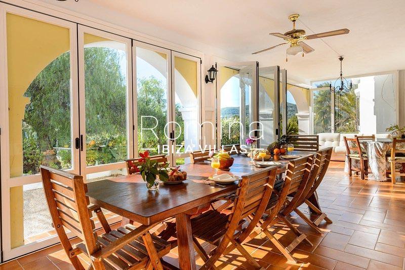 romina-ibiza-villas-rv-581-82-casa-ula-3dining room veranda