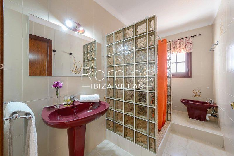 romina-ibiza-villas-rv-581-82-casa-ula-5shower room2