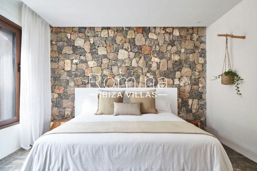 villa esmeralda ibiza-4bedroom stone wall2