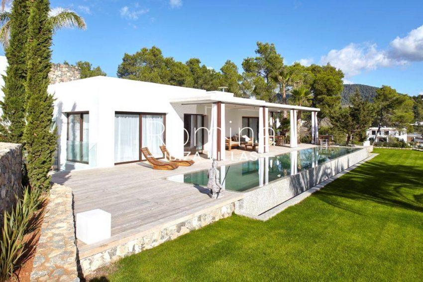 villa esmerlada ibiza-2pool facade