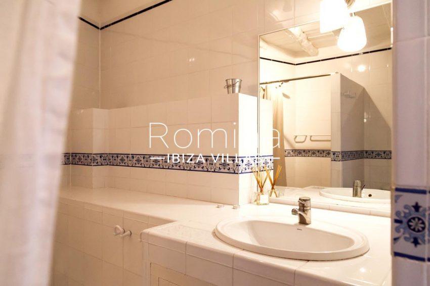 villa mar ibiza-5shower room2