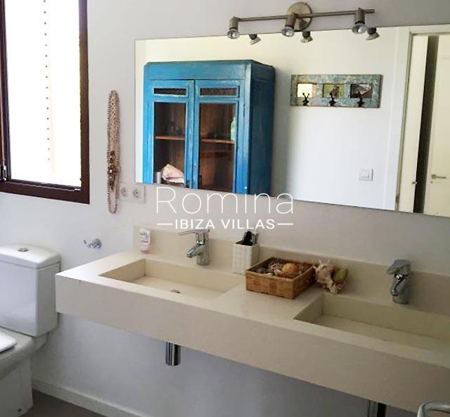 villa namaste ibiza-5bathroom