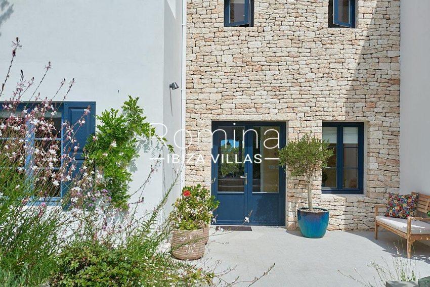 villa punta galera ibiza-2entrance facade detail