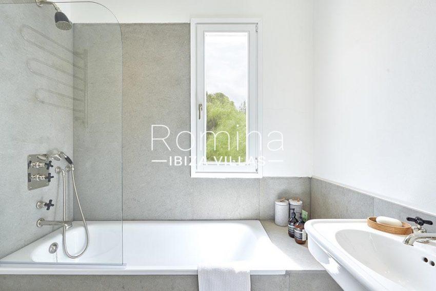 villa punta galera ibiza-5bathroom2